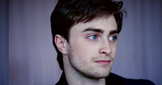 Daniel Radcliffe, uno de los actores más afamados de los últimos 10 años, por encarnar a Harry Potter en la exitosa saga producida por Warner Bros, asegura que consiguió superar su problema con el alcohol, en el que se vio envuelto ya que pasó un periodo difícil en su carrera debido a las presiones del mundo del espectáculo. El actor de 21 años, ha dicho en una entrevista, publicada en el último número de la revista GQ, que al cumplir los 18 años, durante la grabación de Harry Potter and The…