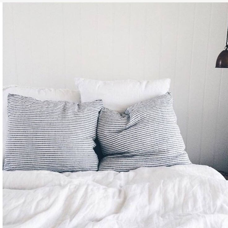 Luxe bed spots // via @mich_woods