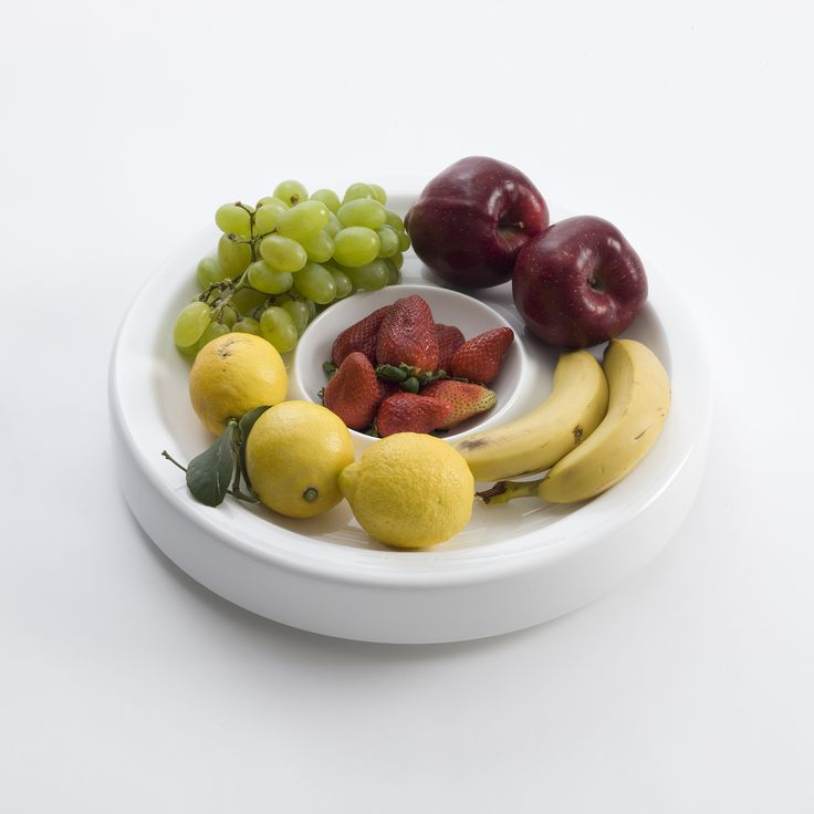Ideal for serving appetizers, dips or desserts trough a central bowl useful for saucers and creams. The loop centerpiece, welcome also the fuit in practice concavity located alone it's circumference, giving us the imaginary of an orbit. available only on http://www.bosatrade.com/en/Products#filter=*