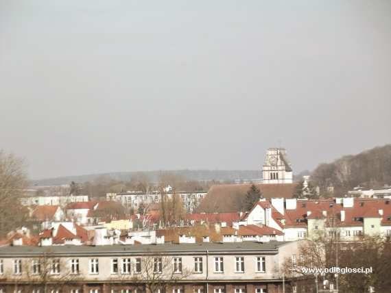 W tle wieża kościoła św. Wojciecha - Nidzica