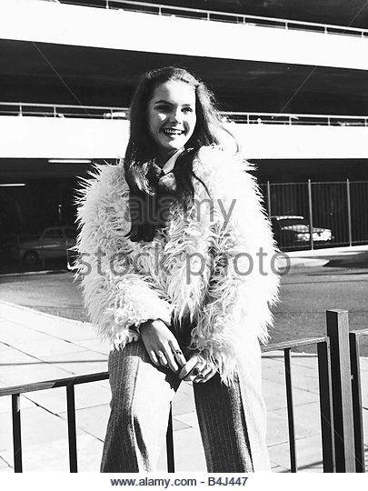 Fiona Fullerton actress 16 years old November 1972 (405×540)