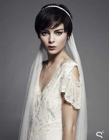 25 Wedding Hairstyles for Short Hair Alluring and Attractive Pixie Cut with Nice Side-swept Bangs
