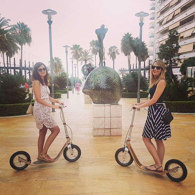¡Hola! from Marbella 🌴🇪🇸 #marbella #spain #fiesta #andalusia #dali #boardyonboard #boardy #kickscooter #kickbike #summer #kolobezka #footbike #awesome #monopatin #patinete #pushbike #adultscooter #trottinette #beach