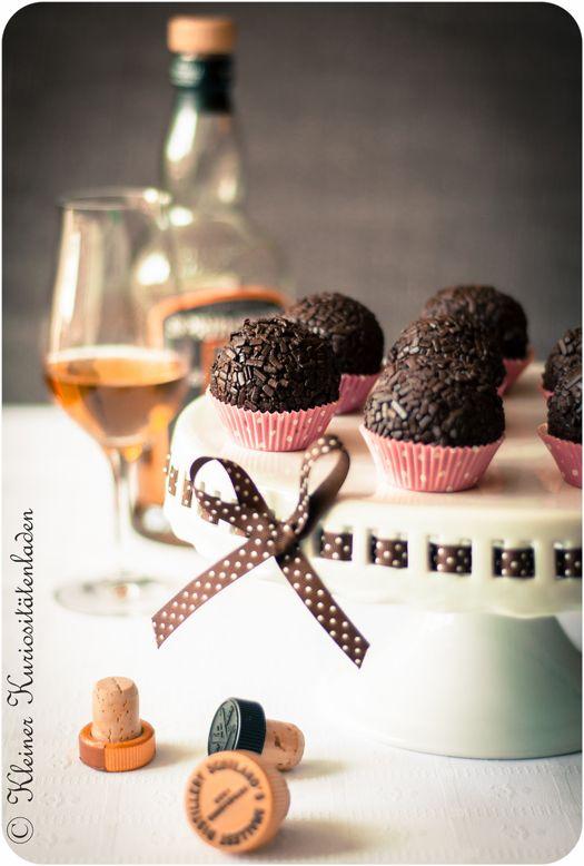 K ennt Ihr diese leckeren Rumkugeln vom Bäcker? Die, für die in der Backstube immer alle Kuchenreste zusammengefegt und dann mit Rumaroma...