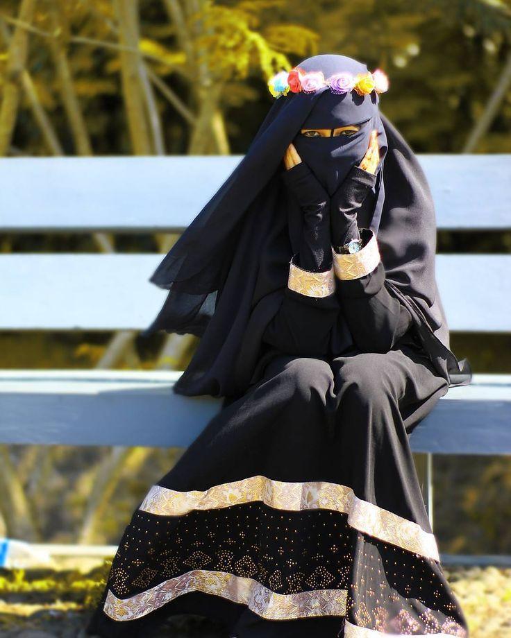 'Maka nikmat Tuhanmu manakah yang kamu dustakan?' Alhamdulillah bisa tercapai foto bersama akhwat yang berpenampilan sempurna. . #Lensa #Muslimah Dari Sudut Yang Indah .  Like  Share and Tag 5 Sahabat Muslimahmu .  Follow  @MuslimahIndonesiaID  Follow  @MuslimahIndonesiaID  Follow  @MuslimahIndonesiaID  . Join With Us @MuslimahIndonesiaID  .  Karena Muslimah #Sholehah Itu Istimewa by @thiika_alkassyaaf  #duniajilbab #wanitasaleha #beraniberhijrah #tausiyahcinta #sahabattaat #sahabatmuslimah…