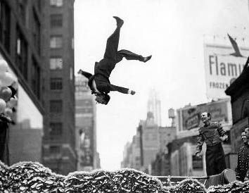 Henri Cartier-Bresson - be happy - pirouette reversed - moment exactly