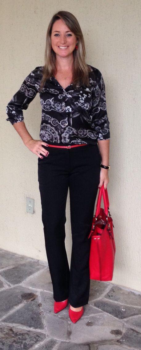Look de trabalho - Look do dia - moda corporativa - calça social - camisa estampada floral preto e branco - sapato vermelho