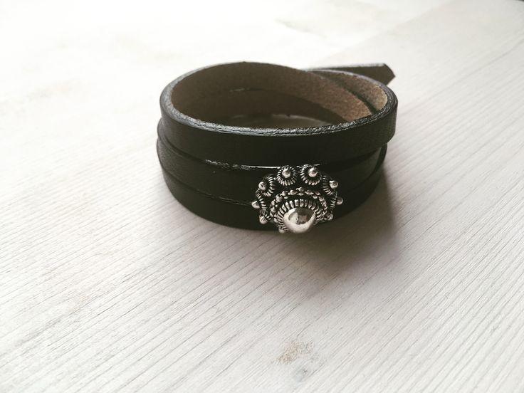 Zwarte Cuoio armband gemaakt van echt Italiaans leer met Zeeuwse knop.