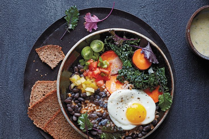 Here Comes the Sun Breakfast Bowl / Photo by Jennifer Davick Breakfast Bowls, Breakfast Recipes, Breakfast Ideas, Breakfast Casserole, Brunch Recipes, Dinner Recipes, Freekah Recipes, Sauteed Kale, Grain Bowl