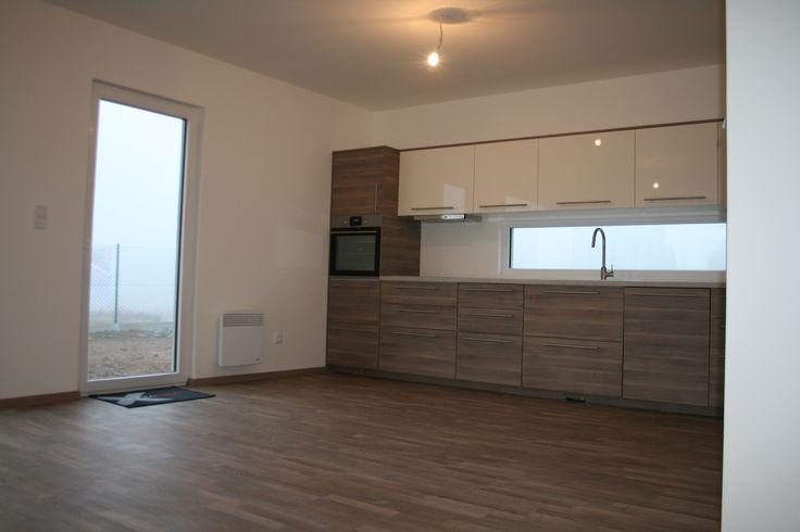 Moderní kuchyň v dřevostavbě