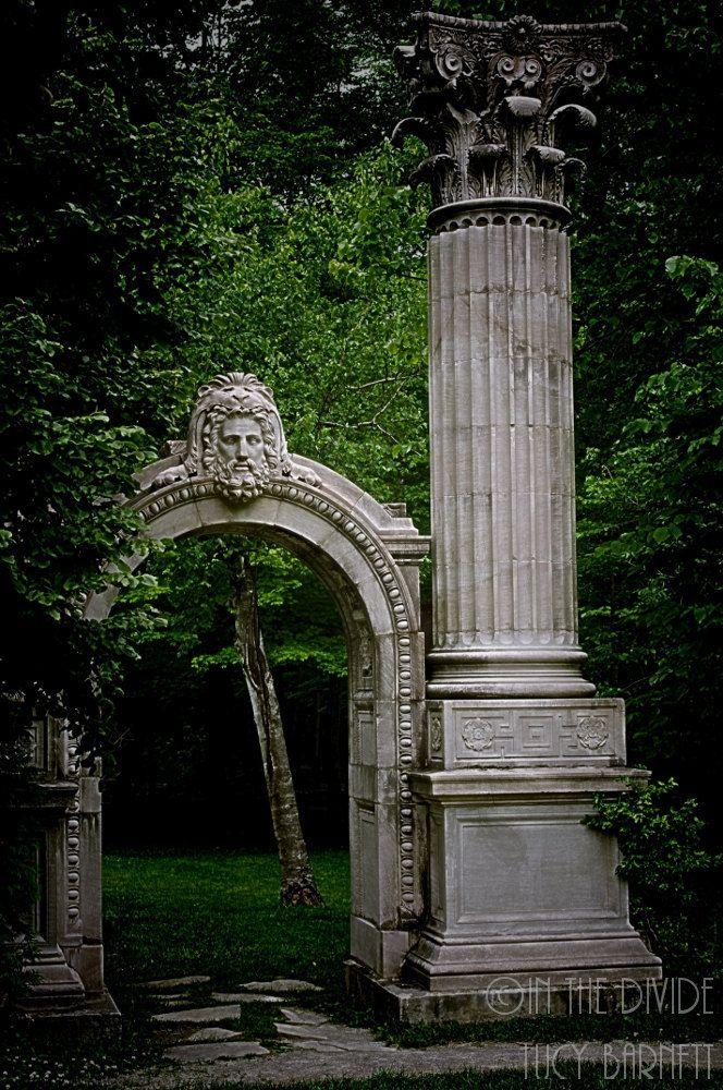 The 25 best roman garden ideas on pinterest tivoli for Roman garden designs