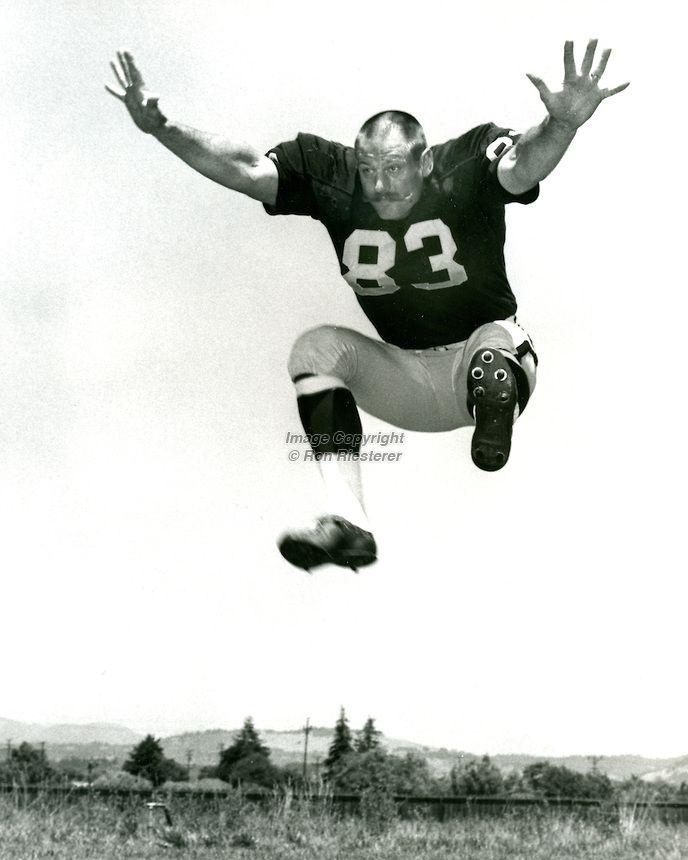 1968 oakland raiders | Oakland Raiders defensive end Ben Davidson..(1968 photo/ Ron Riesterer ...