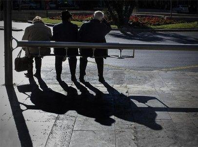 Los buses de Barcelona reducen la frecuencia desde este lunes porque baja el pasaje