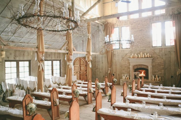 Winter Wedding Venue - A Vintage Fur Cape for a Romantic Snowy Winter Wedding