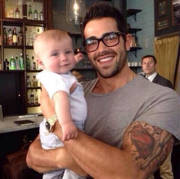 Twitter / lnsaneTweets: Maybe John Tucker shouldn't die. Jesse Metcalfe and someone's baby...