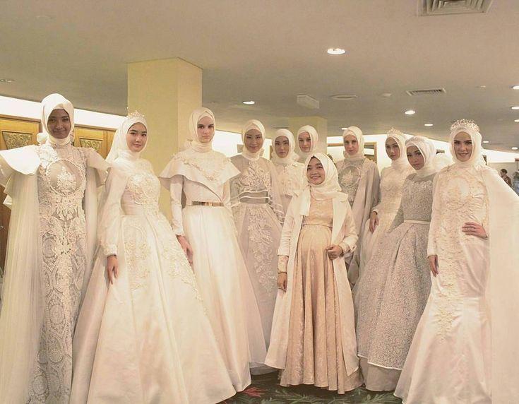 """MashaAllah ♥ Happy bride and bridesmaids ♥ Gorgeous photo by the talented @busraacoskuun . . . #muslimwedding #hijabbride #muslimweddingideas #nisan…"""