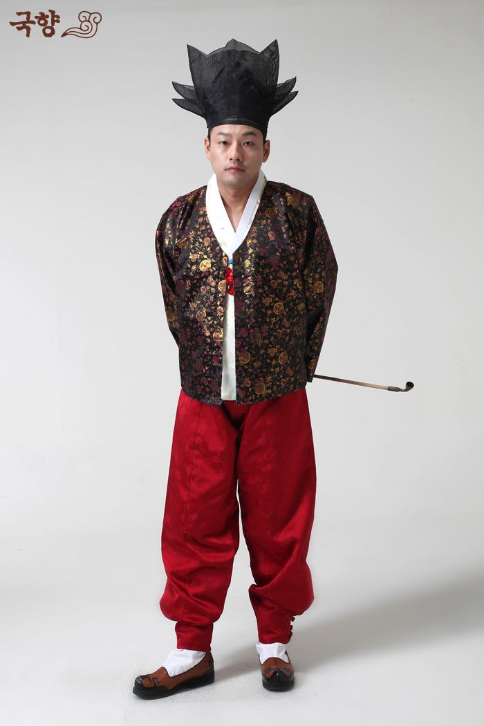 Daegam (high rank scholar?) wearing nolbu 놀부