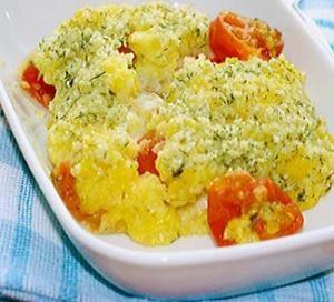 Полента, запеченная с помидорами черри и моцареллой