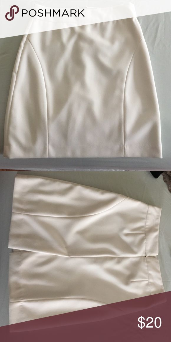Banana Republic petite pencil skirt worn once 85% polyester 15% rayon , lining 100% polyester Banana Republic Skirts Pencil