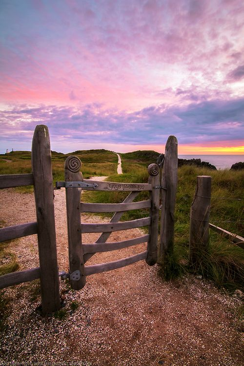 Your gateway to the weekend… At Llanddwyn Island, Anglesey, North Wales. See hotels nearby on our site, here. (Image viapamitina on Pinterest)