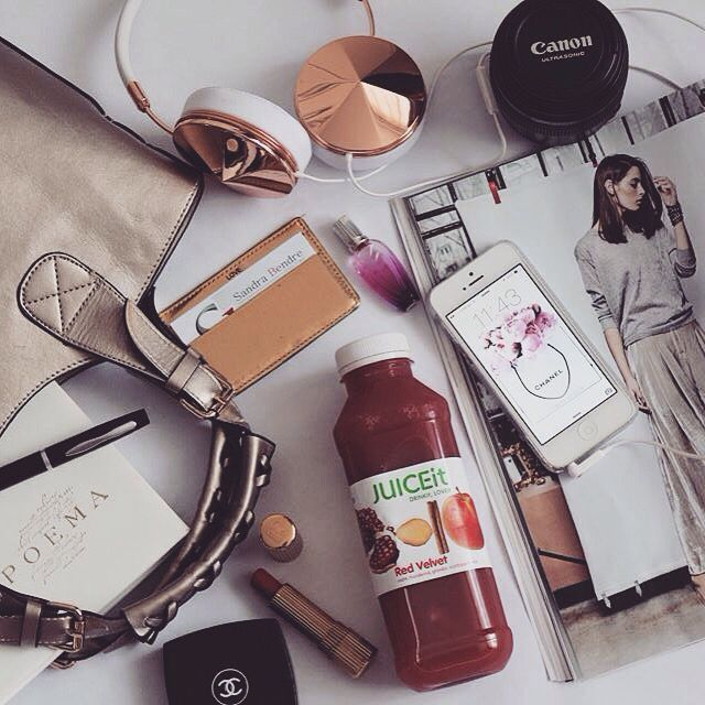 In my bag ♥️ @juiceit.ro detox & @frends headphones