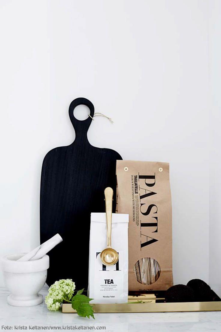 Monochromes Apartment In Helsinki: Clean, Schwarz Weiß U2013 Und Trotzdem  Gemütlich
