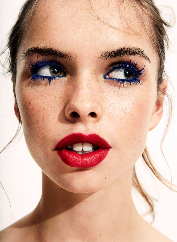Makeup Look: Blue mascara with bold and bright red lips