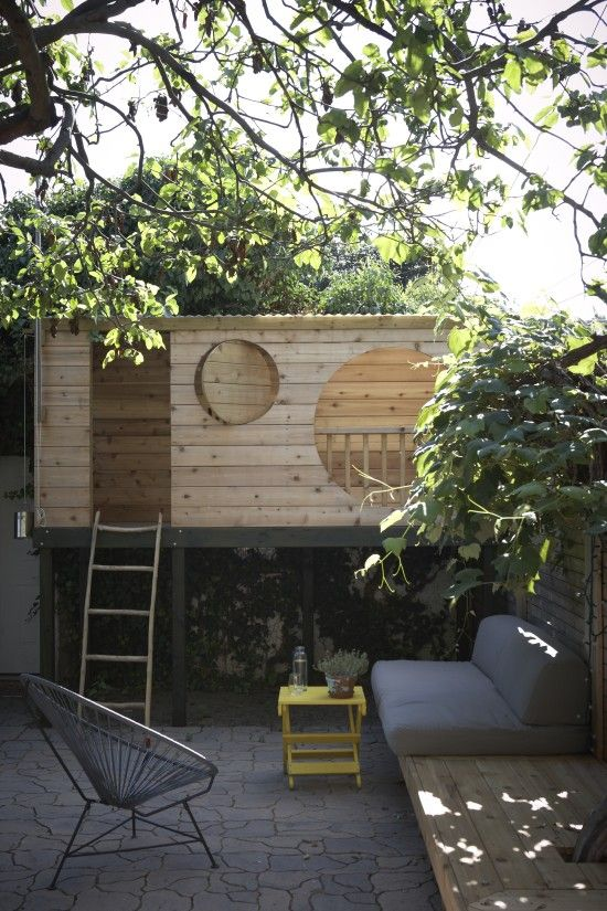 Tree house for a urban garden: how it fits into the space around it, modern aesthetic with and older construction method. RCL