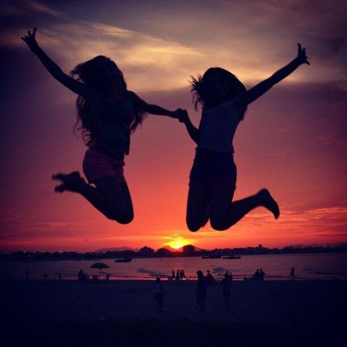 best friend picture (: doin this with my best friends when we go to the beach!