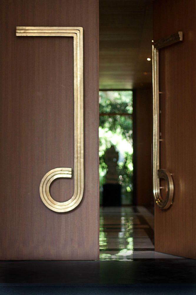 Viya — Odeon Handle. If exteriors had statement pieces this front door hardware would be it.