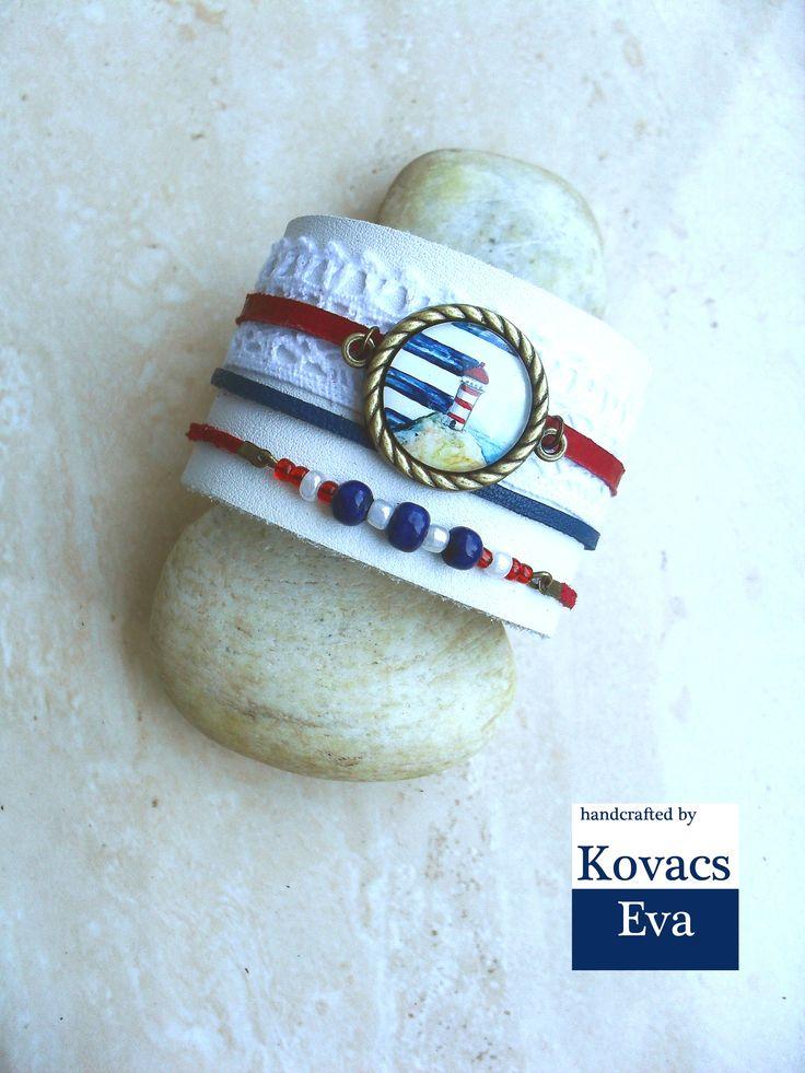 Fehér bőr karkötő kézzel festett világítótoronyal,csipkével és gyöngyökkel. White leather bracelet with hand painted lighthouse,lace and beads.