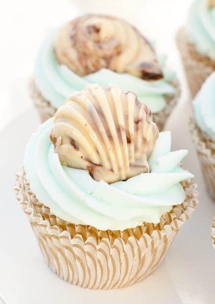 Zum Anbeißen leckere Idee für die Strandhochzeit: Cupcakes mit belgischen Meeresfrüchten dekorieren