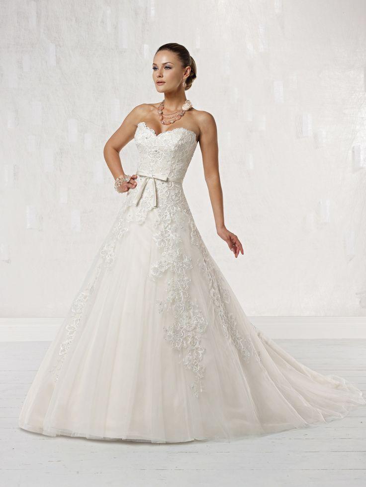 Charming sweetheart sleeveless tulle wedding dress
