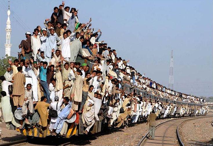 Rush hour on Pakistan Rail - wow