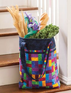 Large totes are a must-have this season and designer Laura Blanchard's quilted bag project is right on time. Easy piecing and construction ensures you can make this in a weekend. Made by Karen Hardy.