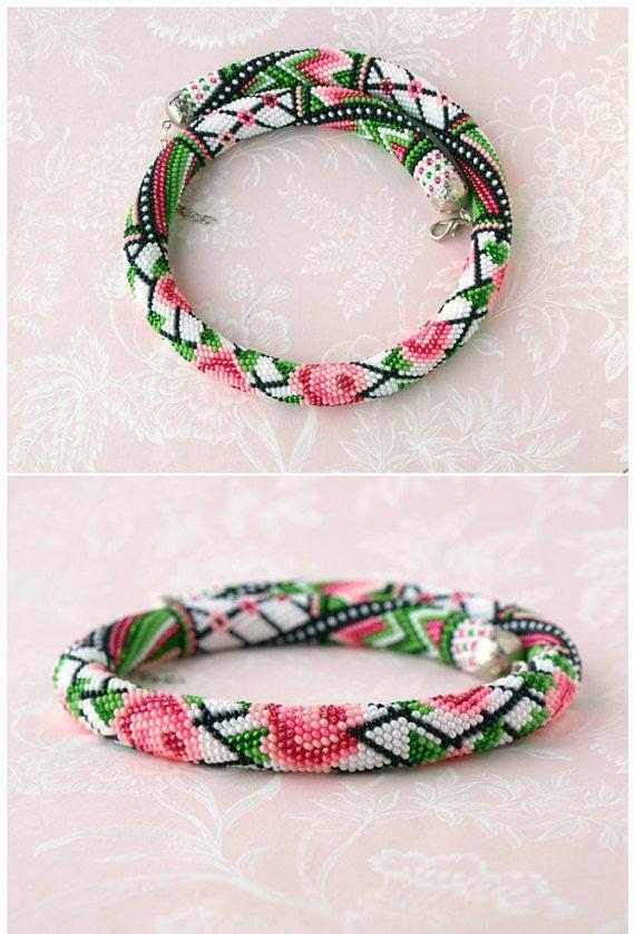 Samen Perle Halskette Rose Blume Halskette häkeln von HandMadeInUa                                                                                                                                                      Mehr
