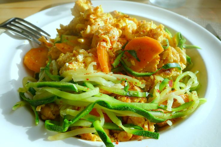 Courghetti mie met roerei en garnalen recept ~ lekker, makkelijk, koolhydraatarm ~ www.con-serveert.nl