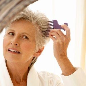 Assuma os cabelos grisalhos e aprenda a mantê-los luminosos