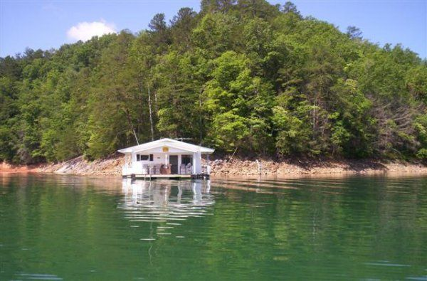 Three Floating Cabins You Can Rent For A Weekend In North Carolina