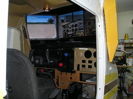 Simulateur de vol fait avec un fuselage de Cessna 152.