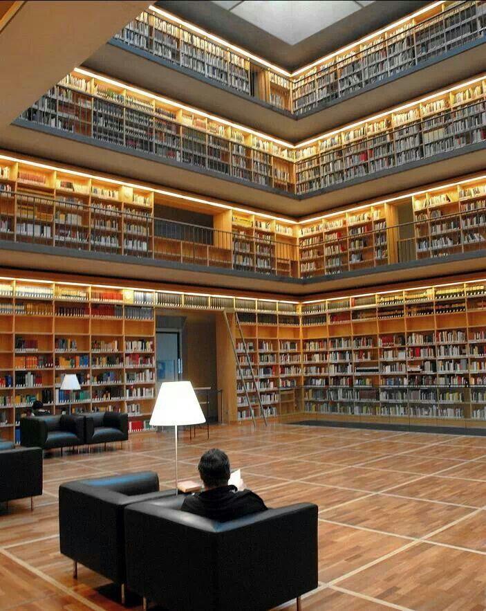 Herzogin Anna Amalia Bibliothek. Studienzentrum. Weimar.
