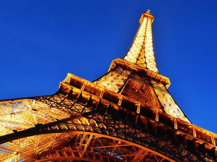 Nada más hermoso que la primera vez que llegas a la #TorreEiffel #Paris #Francia