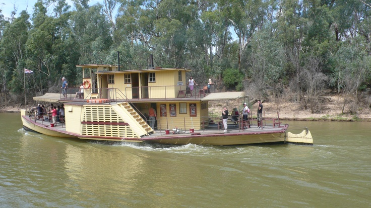 Victorian paddle steamer on the Murray at Echuca (3)