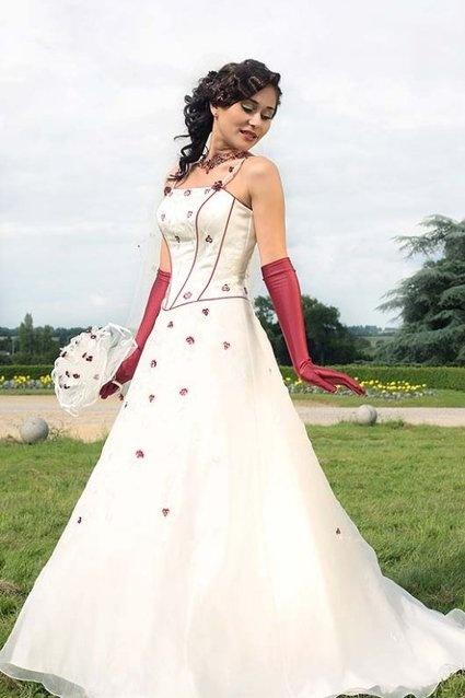 Robe de mariée grande taille couleur blanche et bordeaux + accessoires cheveux et collier bordeaux