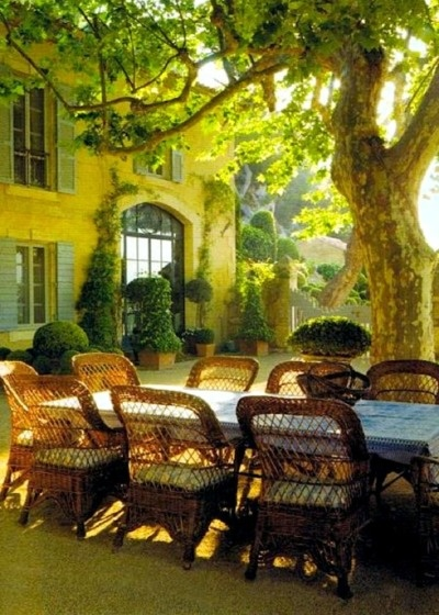 Can't you imagine eating here on a summer's evening?