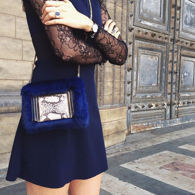@stylescrapbook keeps the AVA bag by her side for a busy day at #PFW