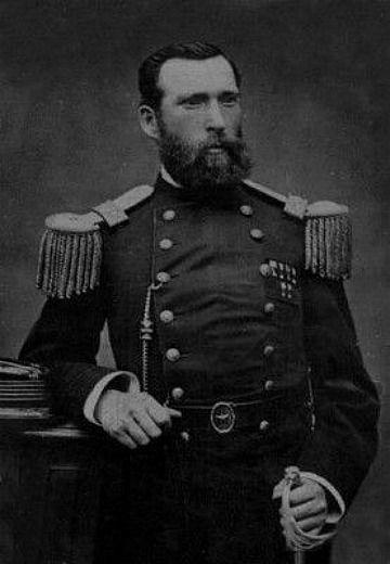 RICARDO SILVA ARRIAGADA Capitán del 4º de Línea.  Luego de su participación en laOcupación de la Araucanía, combatió en laGuerra del Pacífico. Siendo teniente del batallón 4.º de línea fue el encargado de izar labandera chilenasobre elmorroluego del triunfo chileno en labatalla de Aricael7 de juniode 1880.