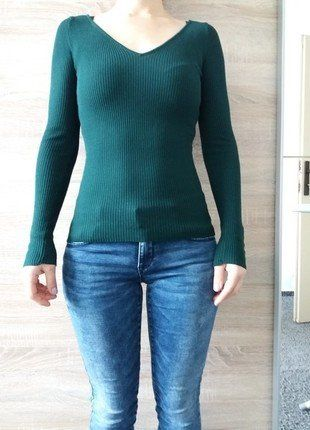 Kupuj mé předměty na #vinted http://www.vinted.cz/damske-obleceni/s-v-vystrihem/14762540-tmave-zeleny-svetr-s-zebrovanim