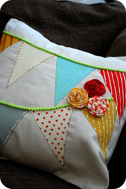 easy to replicate pennant pillow. fun afternoon project!: Sewing Projects, Painted Ornaments, Pennant Pillows, Diy'S Projects, Ornaments Pillows, Crafts Idea, Paintings Pillows, Paintings Ornaments, Christmas Projects