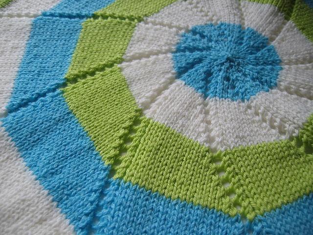 Reverse Pinwheel Blanket. I love this! Craft Ideas Pinterest